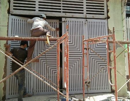 Cửa sắt của bạn bị gỉ sét, bong sơn, Bạn muốn sơn lại cửa sắt cũ